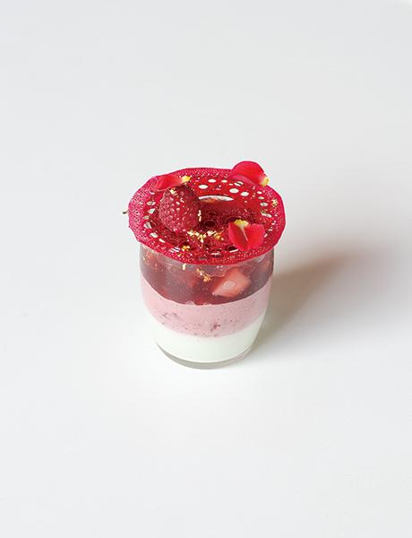 苺とハーブのムース シャルトリューズジュレ添え