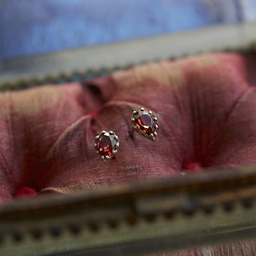 studded%20_Pierce_%20Garnet_360.jpg